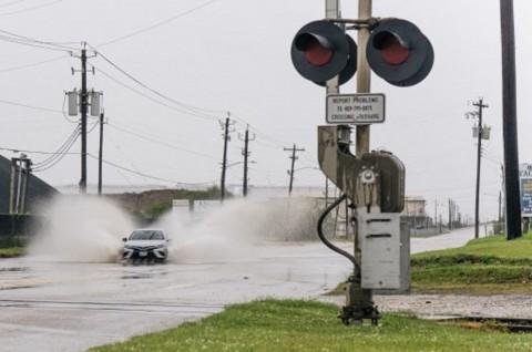 Badai Tropis Nicholas Terjang Pesisir Texas