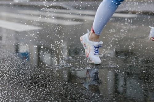 Ilustrasi lari di saat hujan (Foto: Cottonbro/Pexel)