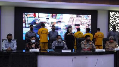 Konferensi Pers penangkapan pelaku sertifikat vaksin (Foto: Kemenkes RI)