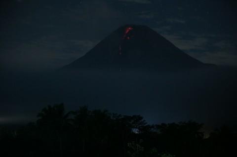 Gunung Merapi Luncurkan 25 Kali Lava Pijar selama 12 Jam