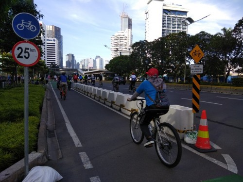 Jalur khusus sepeda di Jalan Sudirman, Jakarta Pusat. Foto: Medcom.id/Fachri Audhia Hafiez