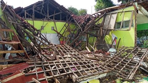Ruang Kelas SDN 2 Cangkoak Kabupaten Cirebon Ambruk