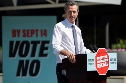 Gubernur California Gavin Newsom Selamat dari Pelengseran via Referendum