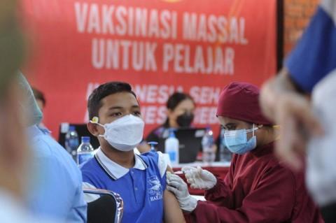 TNI Gelar Serbuan Vaksinasi Covid-19 untuk Pelajar di Garut