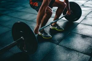 Olahraga Angkat Beban Menghambat Pertumbuhan? Begini Faktanya