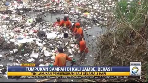 Volume Sampah di Kali Jambe Bekasi Mencapai Ratusan Ton