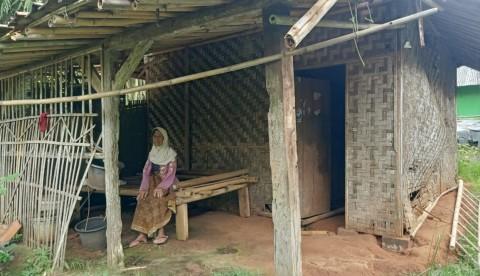 Nenek di Kabupaten Tangerang Tinggal Seorang Diri di Gubuk Reyot