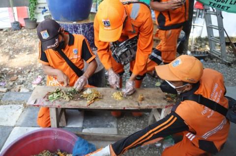7 Kelurahan Kurangi Penumpukan Sampah Lewat <i>Eco Enzyme</i>