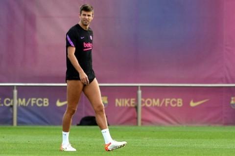 Sergi Roberto Diejek Suporter Barcelona, Pique Pasang Badan
