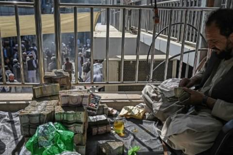 Kehabisan Dolar, Bank Afghanistan Minta Lebih Banyak Uang ke Taliban