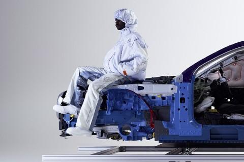 Mercedes-Benz Siapkan Seri Pakaian Berbahan Airbag Bekas