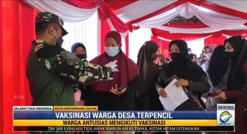 TNI Terjun ke Pelosok untuk Vaksinasi Warga Desa Terpencil di Kaltim