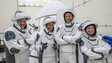 SpaceX Sukses Terbangkan Penduduk Sipil ke Angkasa Keliling Bumi