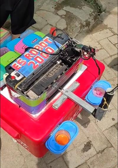 Kreatif Cari Cuan, Penjual Ini Sulap Printer Rusak Jadi Es Robot