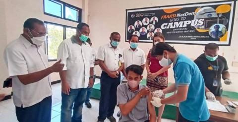 Fraksi NasDem Vaksinasi Mahasiswa UKAW Kupang