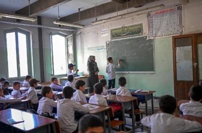 Sekolah Menengah Afghanistan Kembali Dibuka, Siswi Belum Boleh Masuk
