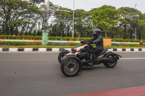 Trik Mengendarai Motor Roda Tiga dari Kevin Sanjaya