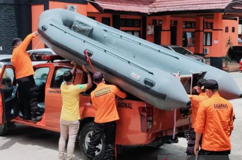 Mobil Bermuatan 8 Orang Tenggelam di Sungai Konaweha Sultra