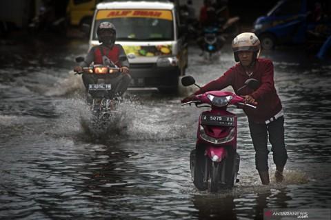 Belasan Provinsi Hadapi Potensi Hujan Lebat dan Banjir