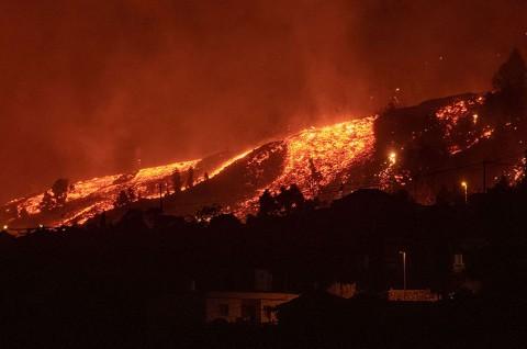 10 Ribu Warga Spanyol Dievakuasi Usai Letusan Gunung Cumbre Vieja
