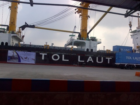 Tol Laut Sentuh Suku Terisolir di Pelosok Papua