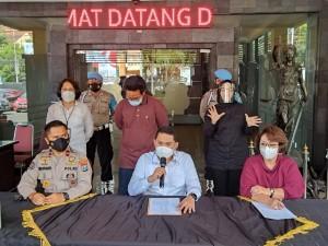 Populer Daerah, Kasus Fetish Mukena Dihentikan Hingga Mobil Ketua LSM di Aceh Dibakar