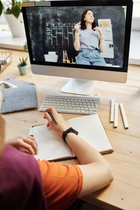 Sering Mengantuk Saat Kuliah <i>Online</i>? Ini 6 Tips Agar Mata Tetap Melek