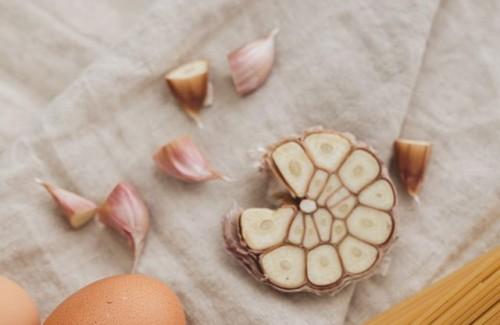 Berikut ini adalah bahan-bahan alami di rumah yang bisa mengobati kutil atau papiloma. (Foto: Ilustrasi/Pexels.com)