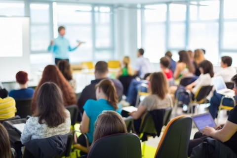Mahasiswa Sulit Lulus Tes Kemahiran Bahasa Inggris Selama Pandemi