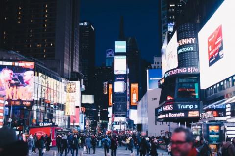 Pasang Iklan di Billboard Times Square New York, Layak atau Tidak?
