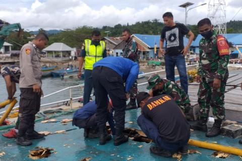 Kapal KM Fungka Permata-VII Terbakar di Pelabuhan Sanana