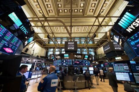 Wall Street <i>Rebound</i>, Dow Jones Melonjak 338 Poin