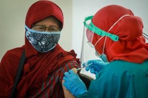 Wapres Disebut Bukti Vaksin Lansia Aman