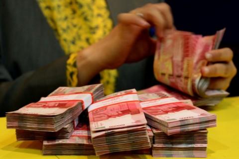 Belum Mampu Salip Dolar, Rupiah Pagi Melemah ke Level Rp14.250/USD
