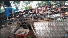 2 Rumah di Bangkalan Roboh Diterjang Angin Kencang