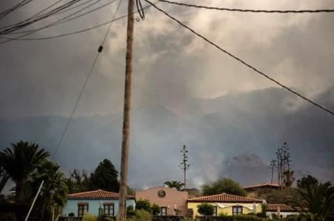 Erupsi Gunung Cumbre Vieja Menguat, Petugas Pemadam Terpaksa Mundur