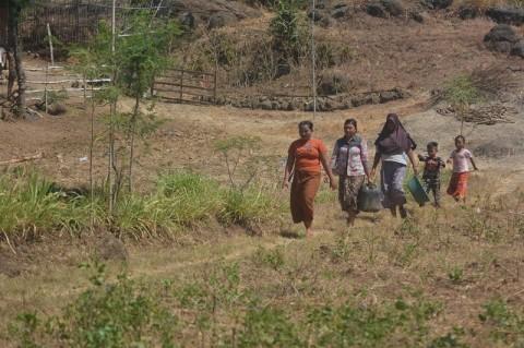 Warga Nataria, NTT  4 Kilometer Berjalan Kaki untuk Bisa Minum Air Bersih