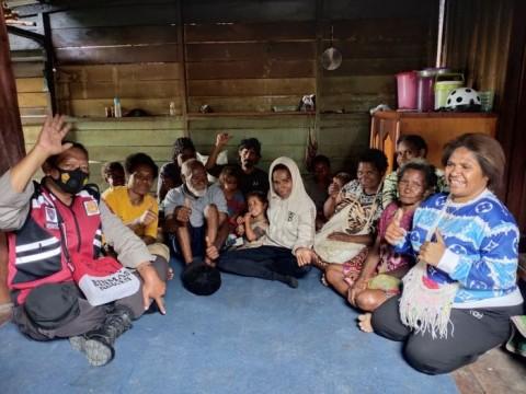 Pengungsi Kiwirok Diberikan <i>Trauma Healing</i>