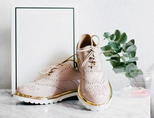 Ini berbagai gaya sepatu untuk si kaki lebar. (Foto: Ilustrasi/Unsplash.com)