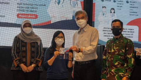 US Ambassador Visits Vaccination Site in Jakarta