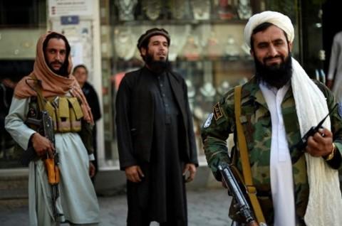 Taliban Larang Tukang Potong Rambut Cukur Janggut Pelanggan