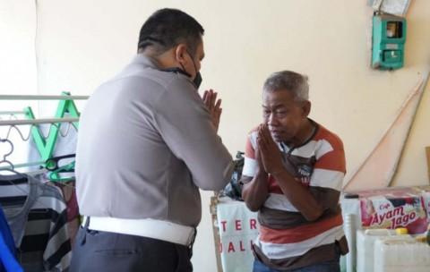 Jadi Manusia Silver, Pensiunan Polisi Ini Banjir Bantuan