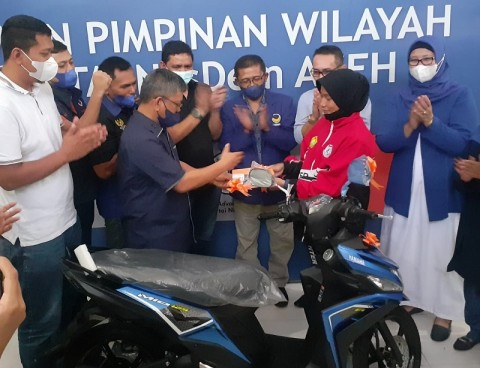 Atlet Aceh Peraih Medali PON XX Dapat Hadiah Motor dari NasDem