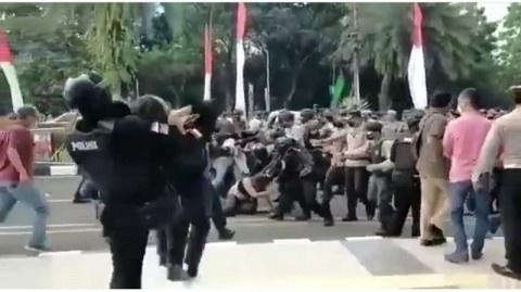 Berita Populer Daerah: Viral Aksi <i>Smackdown</i> Polisi Hingga Saiful Mahdi Bebas