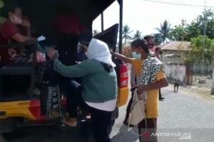 Hendak Vaksinasi, Warga Banggai Dijemput Pakai Truk Polisi