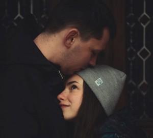 Ciuman: Dari Bahagia Sampai Mengencangkan Wajah