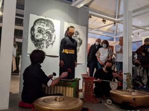 Karya Pelukis Indonesia Ronnie Jiang Jadi Primadona Pameran di Paris