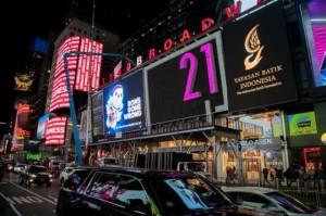 Keren, Batik Indonesia Terpampang di Billboard Times Square NYC