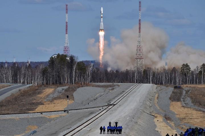 Peluncuran Roket Soyuz 2.1a dari Kosmodrom Vostochny