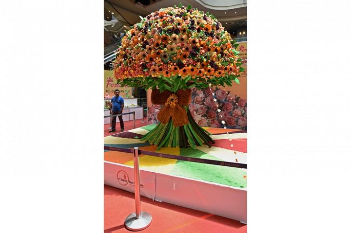 Buket Bunga Raksasa Ini Terbuat dari Roti
